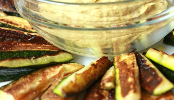 clean recipes on the go: Zucchini fries and hummus