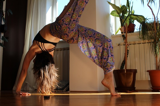 Onzie Review and Giveaway - Pure Vida Lotus Pants 2 - myfitstation